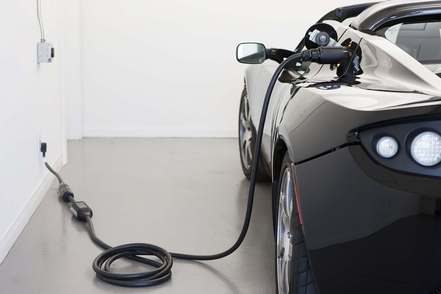 Roadster_2.5_charging