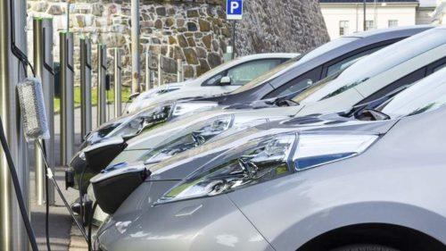 За 9 місяців українці придбали більше 3 тисяч екологічних авто (Інфографіка)